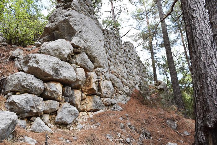 Gedelma-Kilise-Güney-nef-ve-teras-duvarı