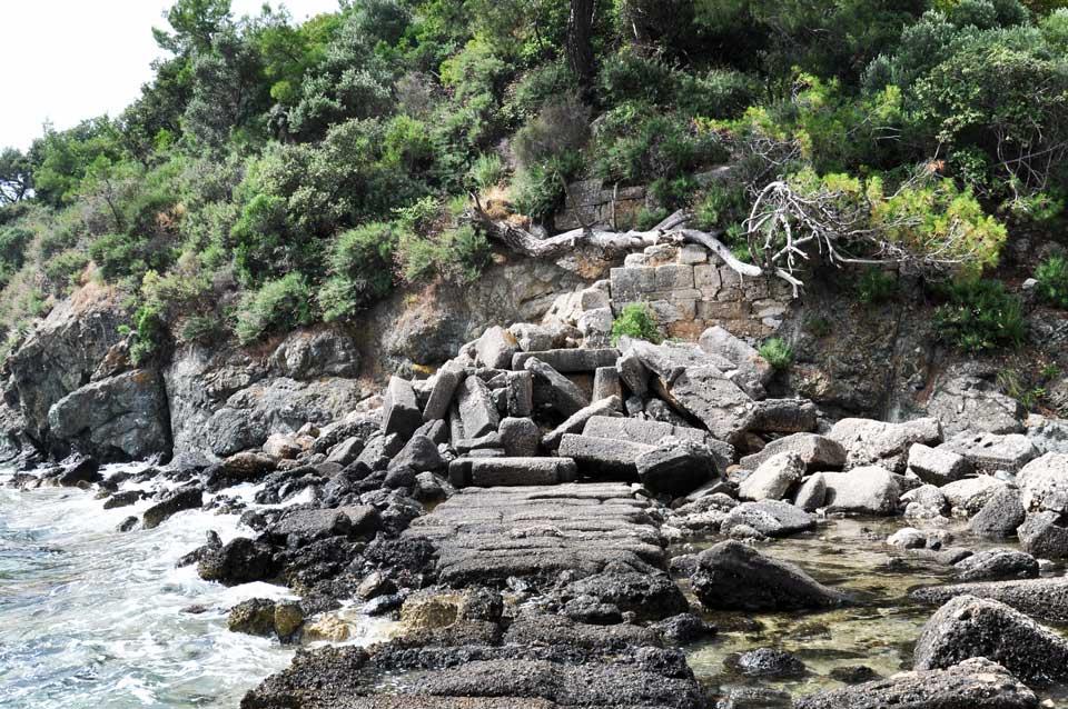 Kent Limanı sur kalıntıları