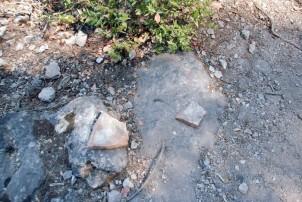 <em>Antik su yolu ve yer yer bulunan künk parçaları</em>