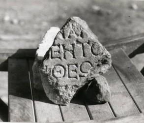 Fragment ΙΑΙ-ΕNΤΟ-ΘΕΩ