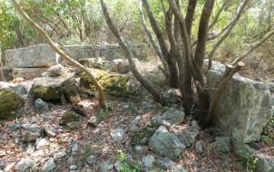 AKR-Sütunlu Yapı Kompleksinin Güneydoğu ve doğu duvarının korunan kısımları